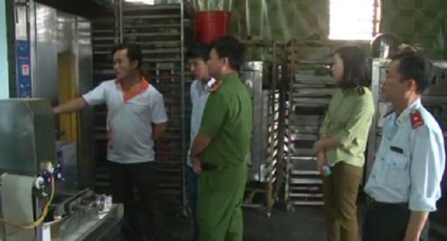 Quảng Bình: Phát hiện hơn 1.300 trường hợp vi phạm ATVSTP - Ảnh 2.