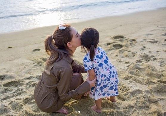 """""""Bà xã"""" của Châu Kiệt Luân khoe ảnh chụp cùng hai thiên thần nhỏ - Ảnh 4."""
