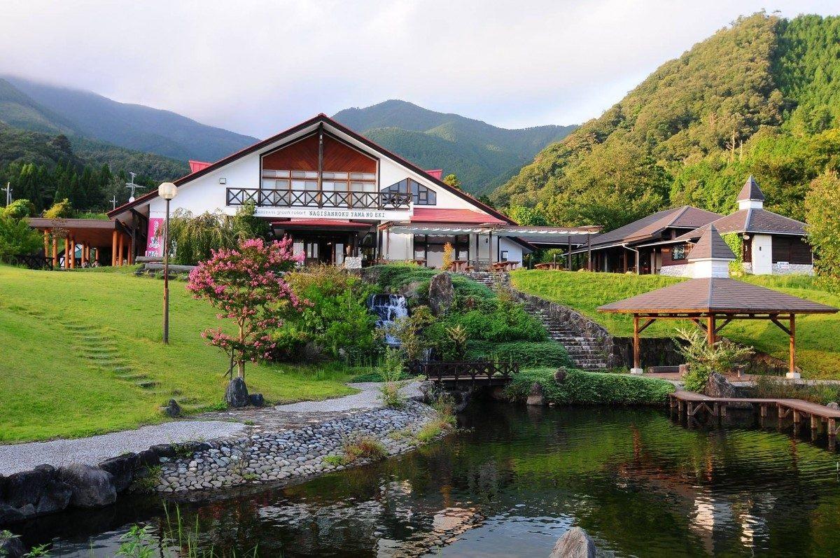 Thị trấn Nhật Bản trả tiền cho người dân để sinh con - Ảnh 1.