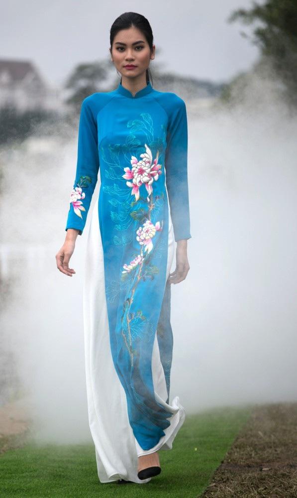Vẽ tình ca bằng lụa Bảo Lộc và thổ cẩm K'Ho, Châu Mạ bên hồ Xuân Hương - Ảnh 16.