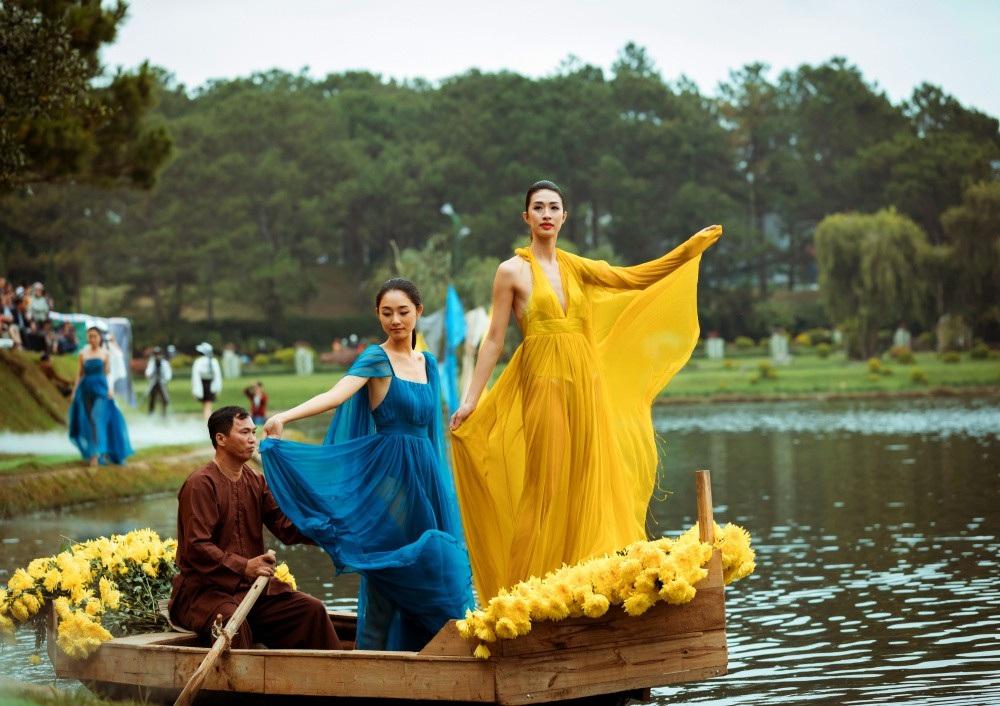 Vẽ tình ca bằng lụa Bảo Lộc và thổ cẩm K'Ho, Châu Mạ bên hồ Xuân Hương - Ảnh 23.