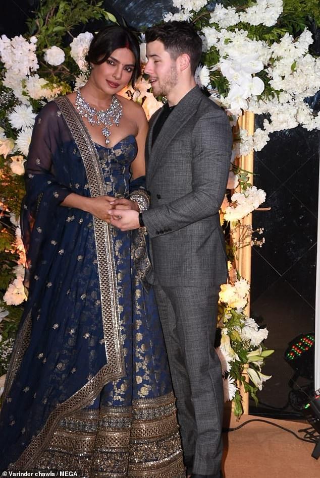 Trọn bộ váy cưới xa hoa của Priyanka Chopra - Ảnh 4.