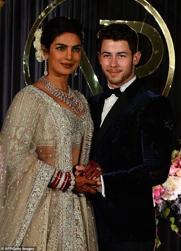 Trọn bộ váy cưới xa hoa của Priyanka Chopra - Ảnh 5.