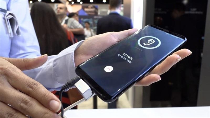 Motorola P40 với màn hình đục lỗ, iPhone sẽ không được lắp ráp ở Việt Nam - Ảnh 5.
