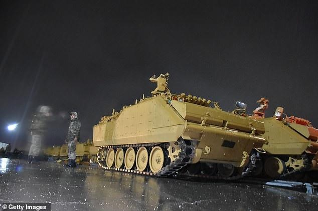 Khí tài Thổ Nhĩ Kỳ ùn ùn đổ về biên giới Syria, Nga cảnh báo - Ảnh 1.
