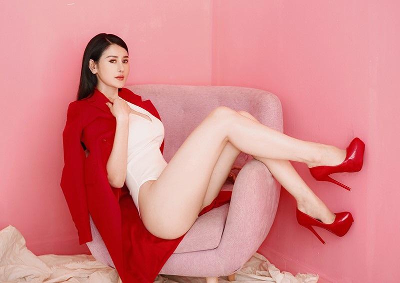 Cô đồng gợi cảm Triệu Hà Vy khoe khéo vòng eo con kiến - Ảnh 6.