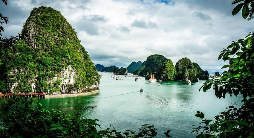 Khách quốc tế đến Việt Nam năm 2018 tăng kỷ lục, khách Trung Quốc đứng đầu - Ảnh 1.