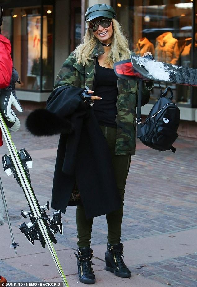 Paris Hilton sành điệu ra phố mua sắm - Ảnh 3.