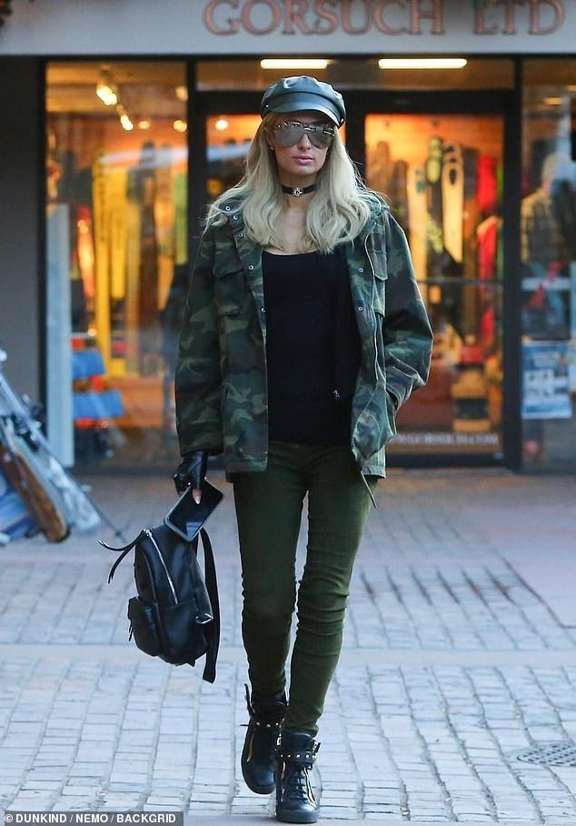 Paris Hilton sành điệu ra phố mua sắm - Ảnh 4.