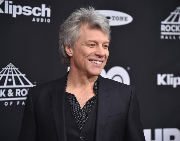 Jon Bon Jovi thừa nhận ngày anh kết hôn cũng giống như Harry Styles hoặc Justin Timberlake kết hôn. Tôi đã là một cái gì đó với các cô gái trẻ trong thời đại của tôi. Khi tôi trở về sau đám cưới ở Las Vegas, người quản lý của tôi rất tức giận. Anh ấy nói, Chàng trai của nước Mỹ bây giờ đã kết hôn, đó không phải là một điều tốt cho sự nghiệp của anh. Hãng đĩa thu âm của tôi cũng tuyệt vọng.