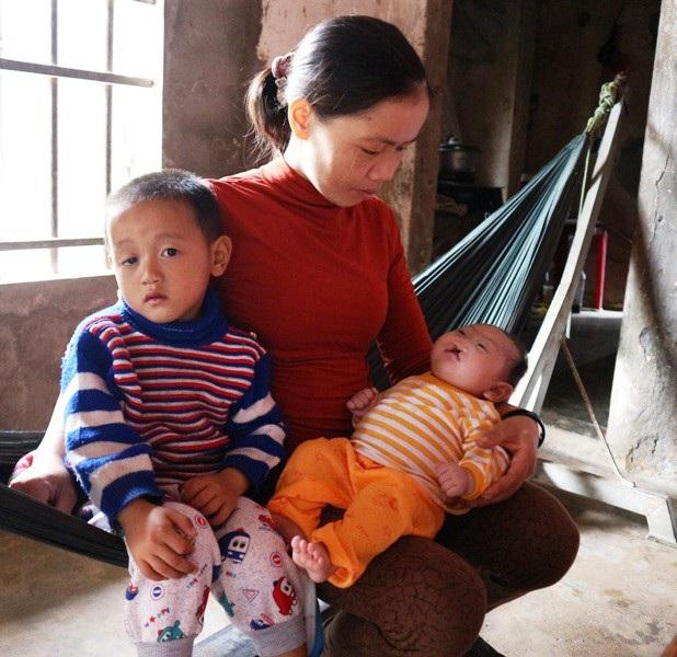 Sinh được 4 đứa con thì 3 đứa đang mắc bệnh hiểm nghèo.
