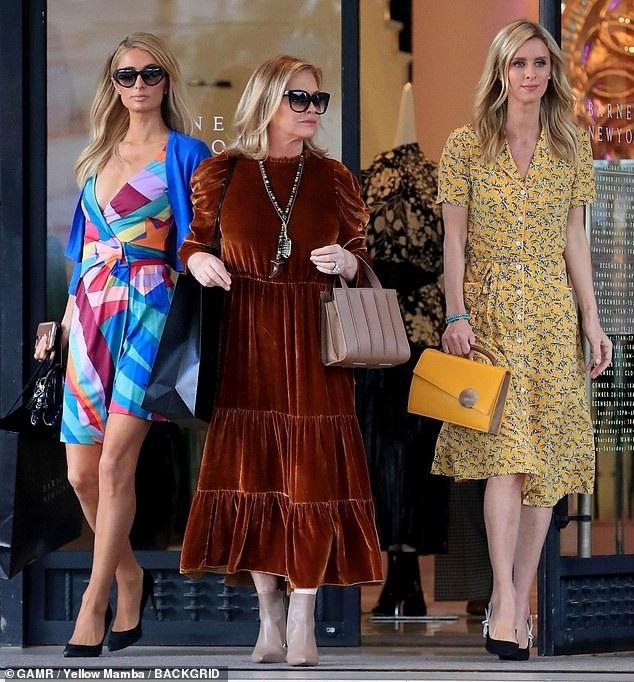 Paris Hilton sành điệu ra phố mua sắm - Ảnh 6.