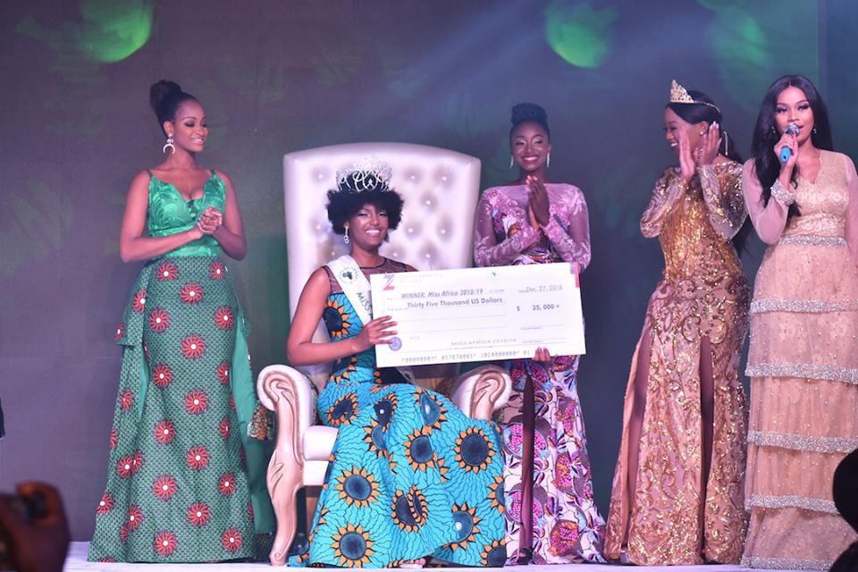 Hoa hậu châu Phi bất ngờ bốc cháy trên sân khấu khi đăng quang - Ảnh 3.