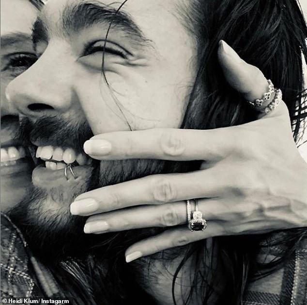 Heidi Klum hạnh phúc khoe nhẫn đính hôn mà Tom Kaulitz tặng cô