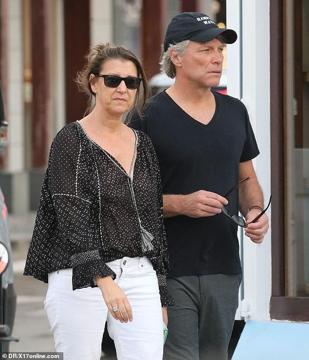 Jon Bon Jovi và vợ Dorothea Hurley chung sống bên nhau hạnh phúc trong 29 năm nay. Họ có với nhau 4 đứa con là con gái Stephanie Rose, 25 tuổi, ba con trai, Jesse James Louis, 23 tuổi, Jacob Hurley, 16 tuổi, Romeo Jon, 14 tuổi.