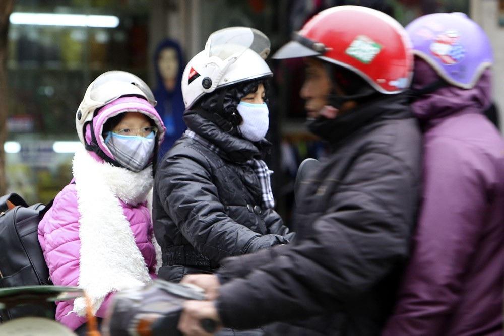 Hà Nội rét đậm, đường phố vắng vẻ trong ngày đầu nghỉ lễ - Ảnh 12.