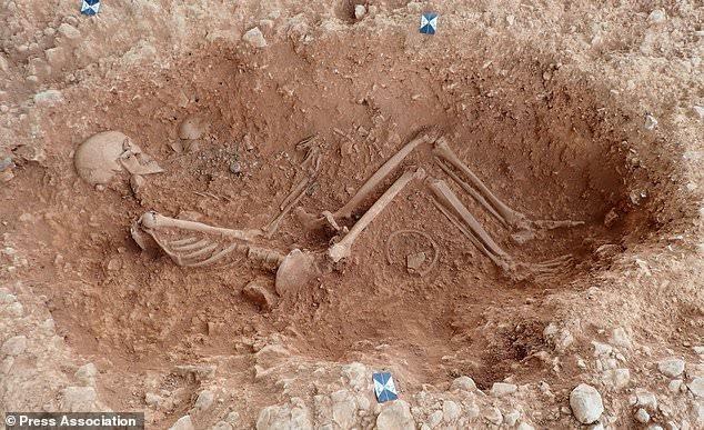 Một trong những bộ hài cốt được tìm thấy trong nghĩa trang