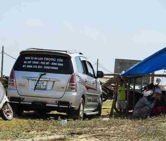 Người dân đã trả xe chở đoàn công binh đi rà soát bom mìn sau 24 ngày giữ xe.