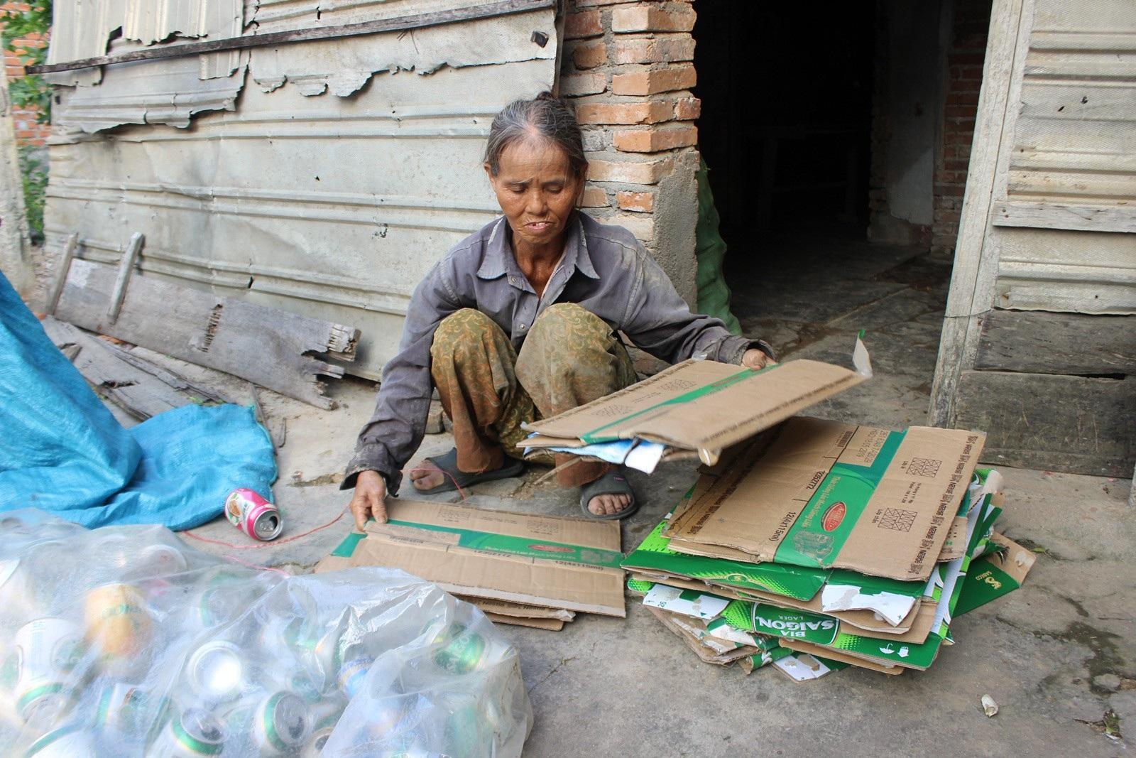 Quá nghèo, người phụ nữ đành nhìn con nuôi bỏ nhà ra đi - Ảnh 9.