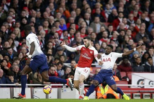 Kolasinac (giữa) mang tới sức sống mới cho cánh trái của Arsenal