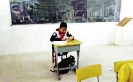 Hình ảnh cậu bé ung thư bị cô lập trong lớp học đã gây ra rất nhiều bức xúc