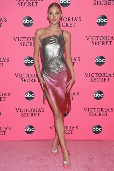 Cô vinh dự được diện áo lót triệu đô của hãng này trong show diễn năm nay
