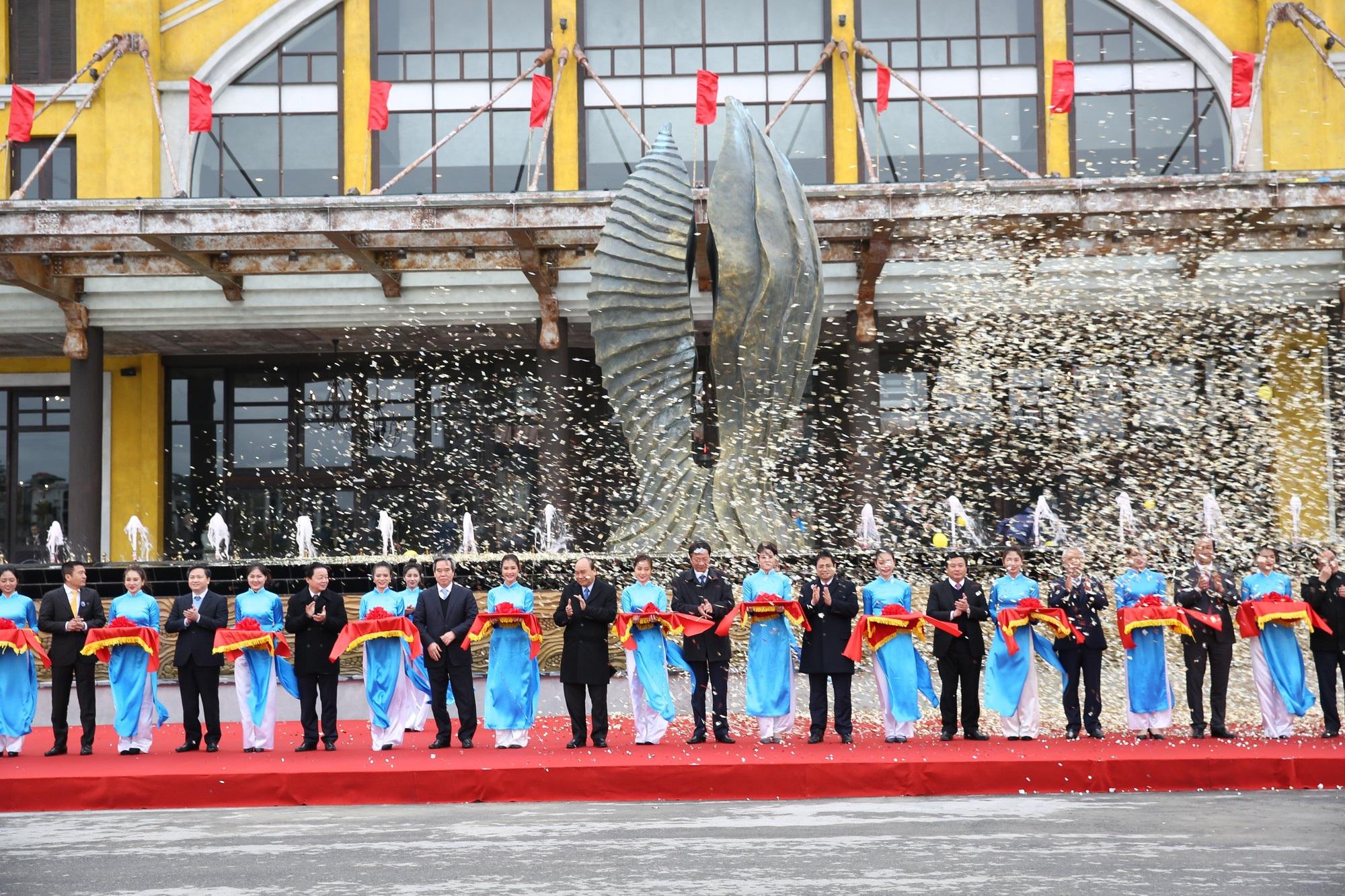 Thủ tướng nhấn nút khai trương cao tốc 12 nghìn tỉ Hạ Long- Vân Đồn và Cảng tàu khách du lịch quốc tế Hạ Long - Ảnh 6.