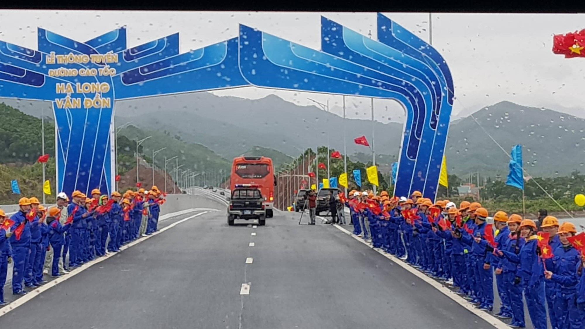 Thủ tướng nhấn nút khai trương cao tốc 12 nghìn tỉ Hạ Long- Vân Đồn và Cảng tàu khách du lịch quốc tế Hạ Long - Ảnh 2.