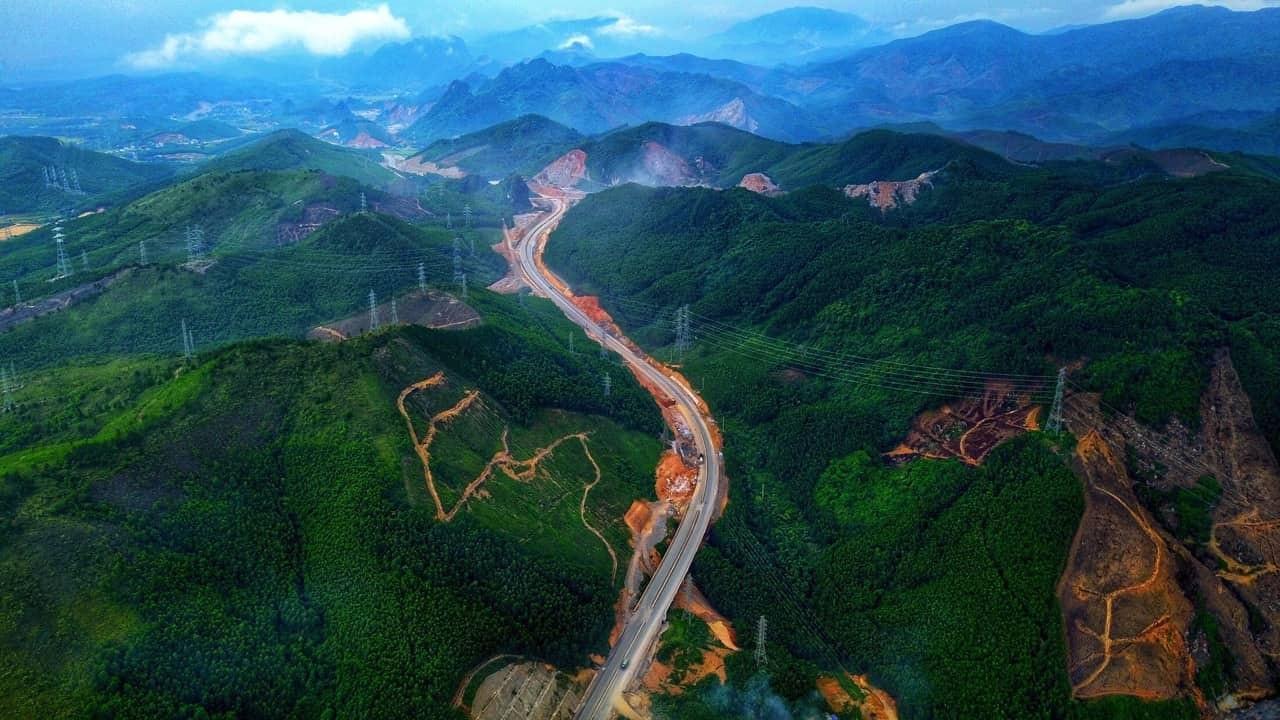 Thủ tướng nhấn nút khai trương cao tốc 12 nghìn tỉ Hạ Long- Vân Đồn và Cảng tàu khách du lịch quốc tế Hạ Long - Ảnh 1.
