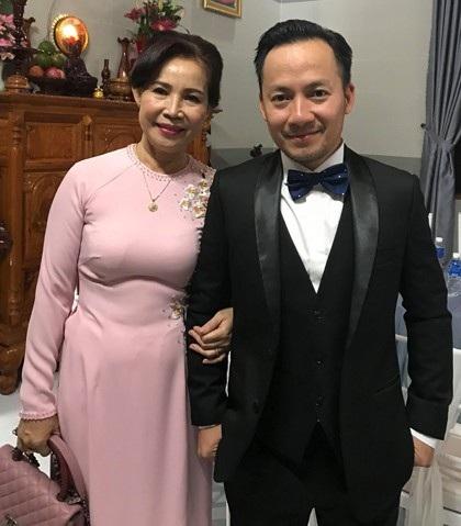 Tiến Đạt và mẹ trong ngày trọng đại của nam rapper