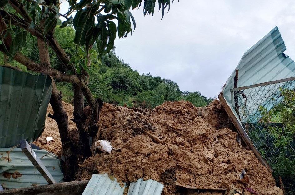 Nhân chứng kể về vụ lở đất khiến 3 người cùng một gia đình tử vong - Ảnh 3.