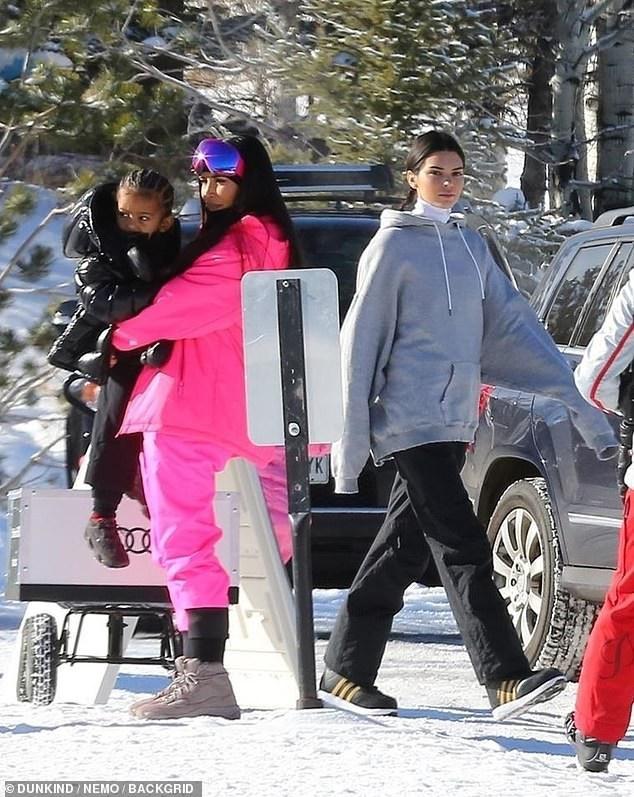Kim đưa cả các con đi cùng trong chuyến đi chơi này