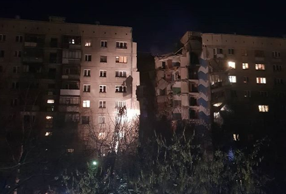 Nga: Nổ khí ga khiến một góc chung cư bị sập, ít nhất 3 người thiệt mạng - Ảnh 2.