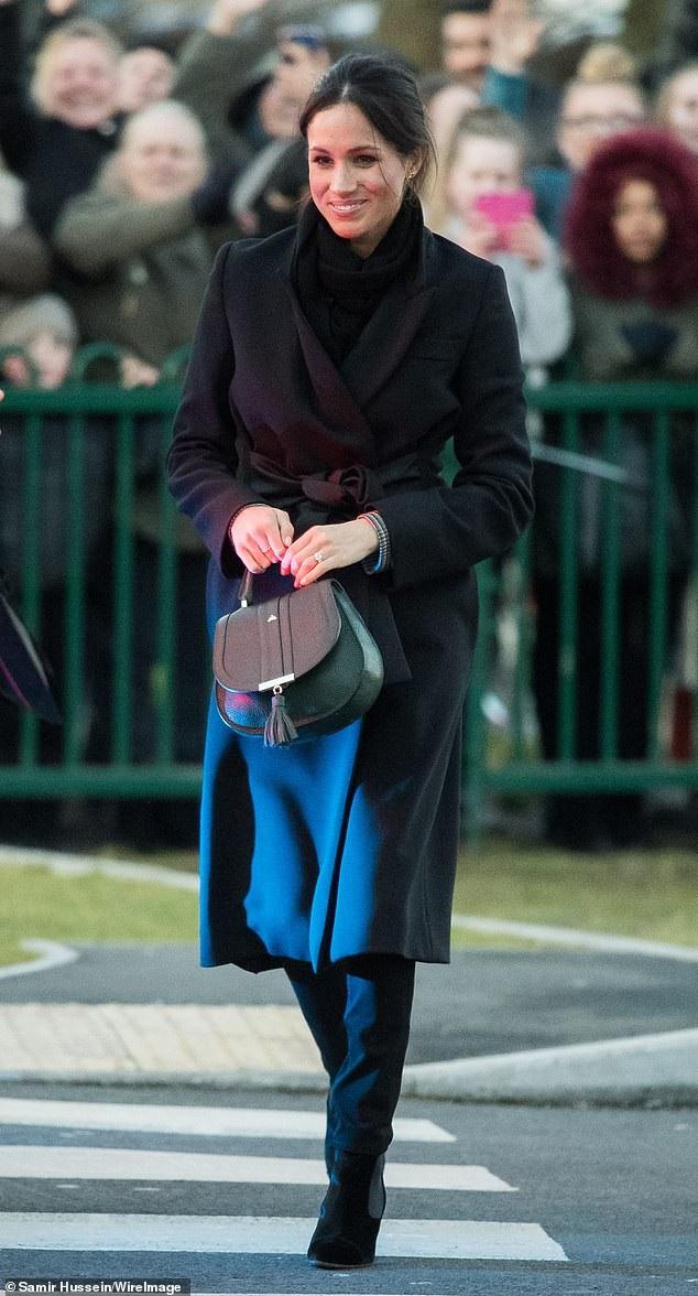 Meghan Markle và chiếc túi nhỏ sang trọng của DeMellier London giá 295 bảng Anh