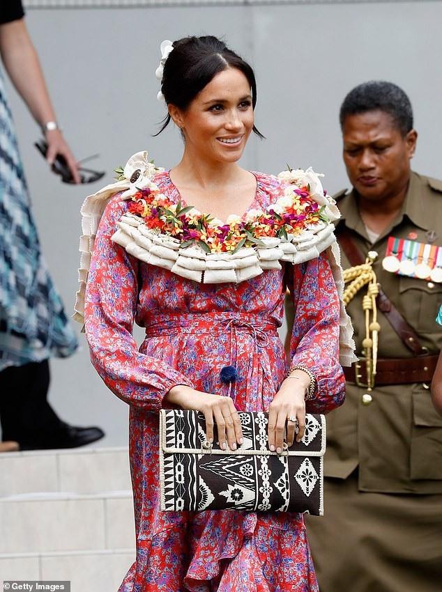 Meghan cũng có thể dùng những mẫu túi bình dân của các nhà thiết kế không tên tuổi nhưng vẫn rất đẹp