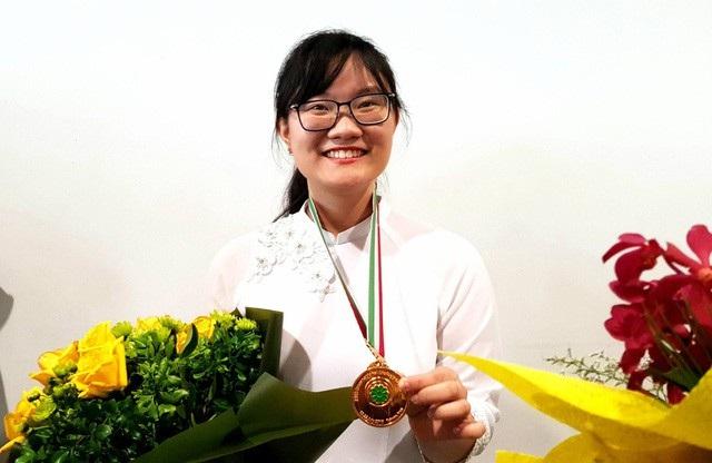 Em Nguyễn Phương Thảo đạt số điểm cao nhất thế giới tại kì thi Olympic Sinh học 2018. (Ảnh: Hà Cường)