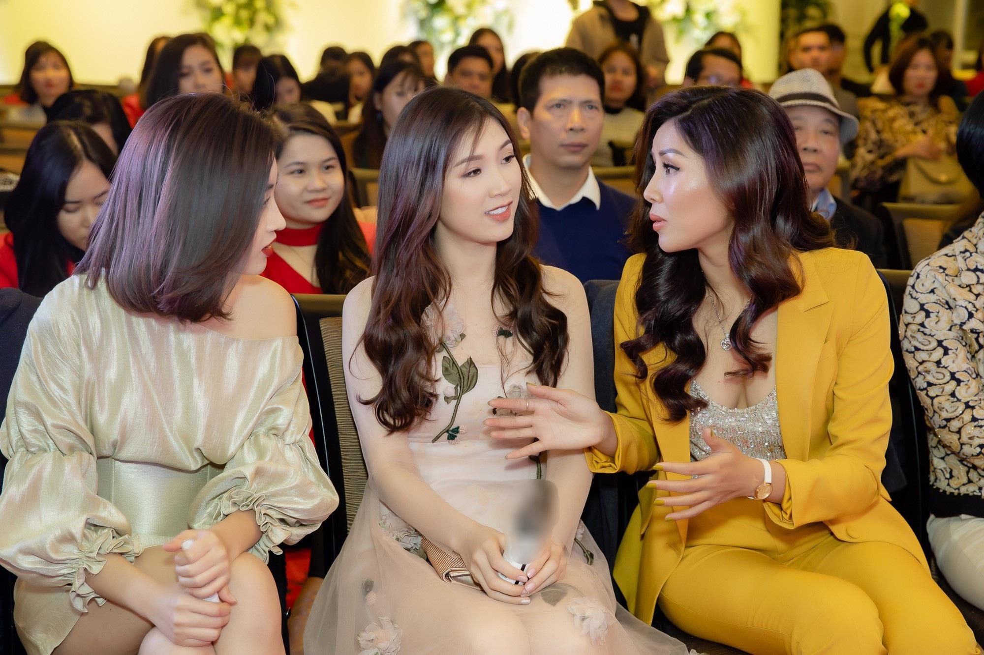 Nguyễn Thị Loan đọ vẻ nóng bỏng cùng bộ đôi Hoa hậu tên Linh - Ảnh 5.