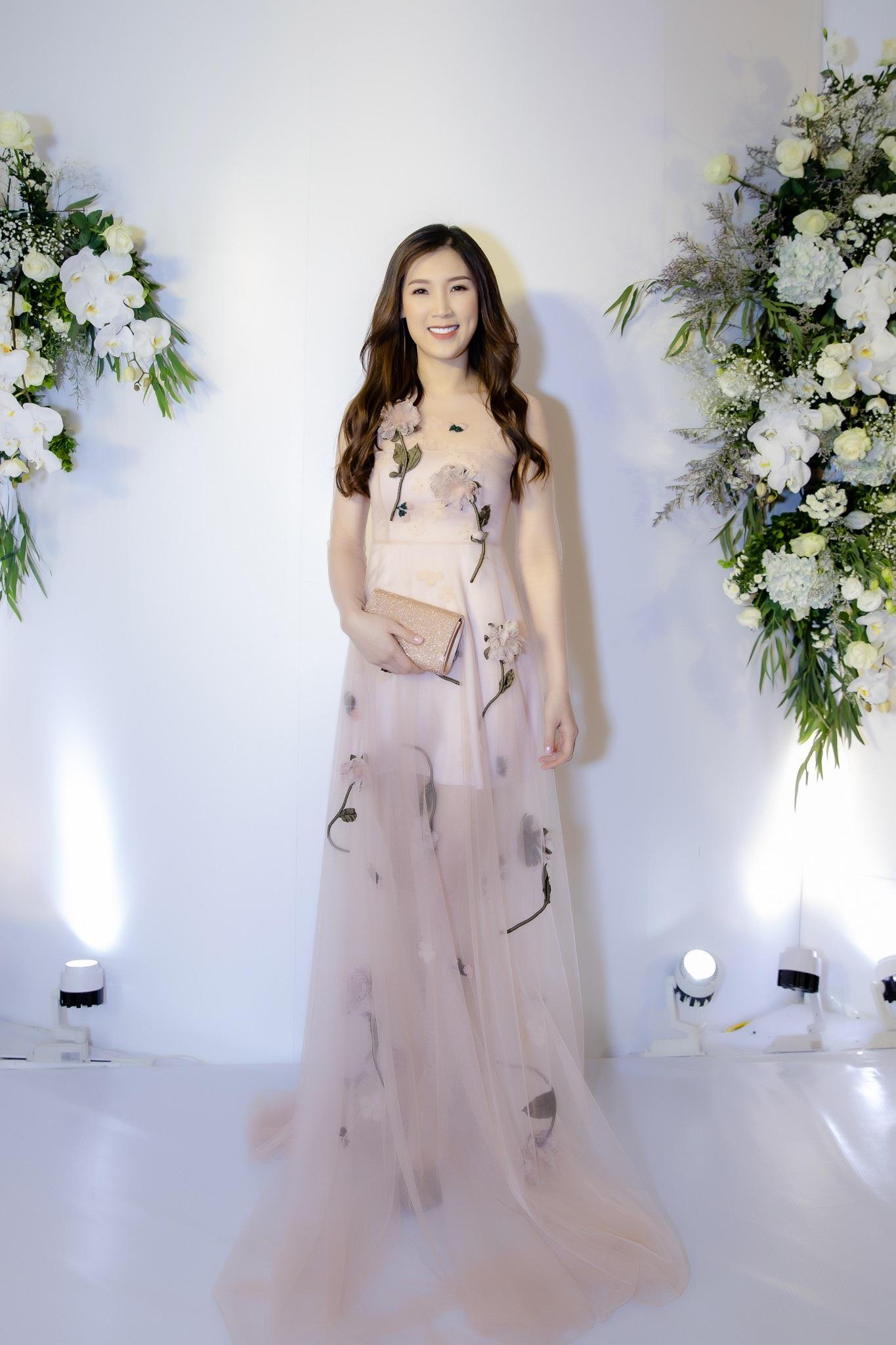 Nguyễn Thị Loan đọ vẻ nóng bỏng cùng bộ đôi Hoa hậu tên Linh - Ảnh 7.