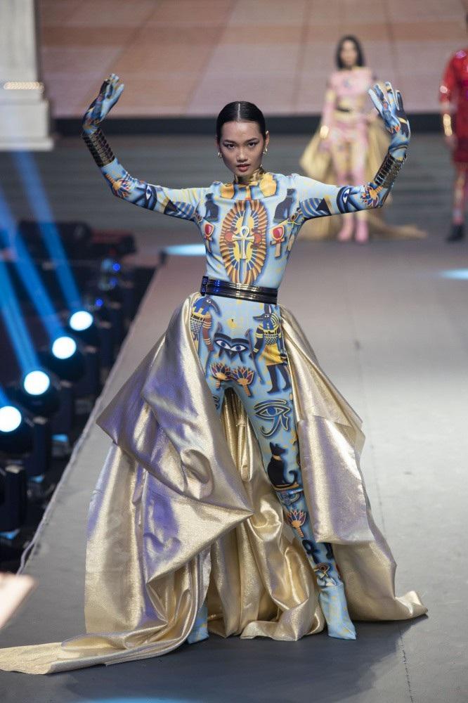 Siêu mẫu Thanh Hằng bật khóc khi học trò trở thành Quán quân The Face 2018 - Ảnh 11.