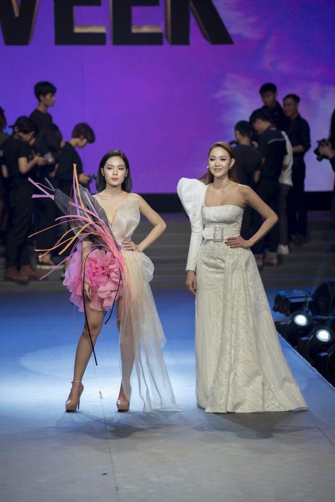Siêu mẫu Thanh Hằng bật khóc khi học trò trở thành Quán quân The Face 2018 - Ảnh 15.