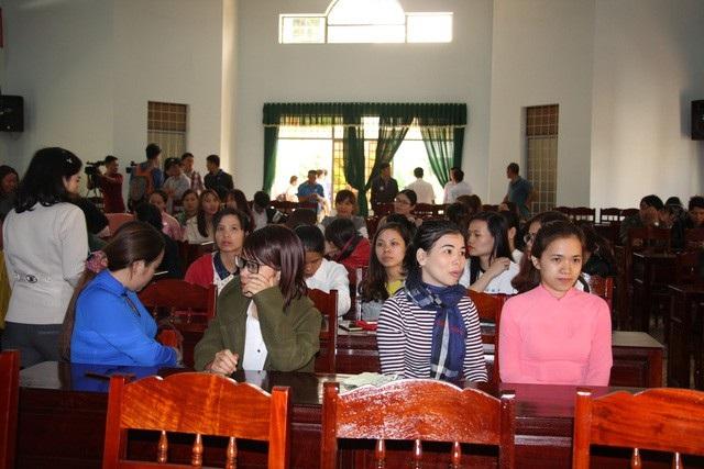 Hàng trăm giáo viên hợp đồng dôi dư ở Đắk Lắk lo lắng khi đứng trước nguy cơ thất nghiệp.