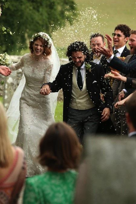 Nhìn lại những đám cưới ngọt ngào nhất làng giải trí trong năm qua - Ảnh 9.