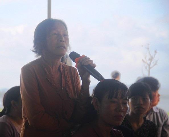 Người dân xã Mỹ Thắng đối thoại với Chủ tịch UBND tỉnh Bình Định.