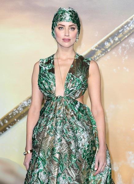 Nữ diễn viên tóc vàng chia sẻ cô muốn mọi người hiểu rằng sự gợi cảm và quyến rũ của mỗi phụ nữ là tài sản của riêng họ và họ có quyền làm theo những gì họ muốn chứ không phải vì người khác