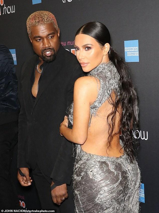Kim Kardashian chia sẻ Kanye West thường là người tư vấn thời trang cho cô