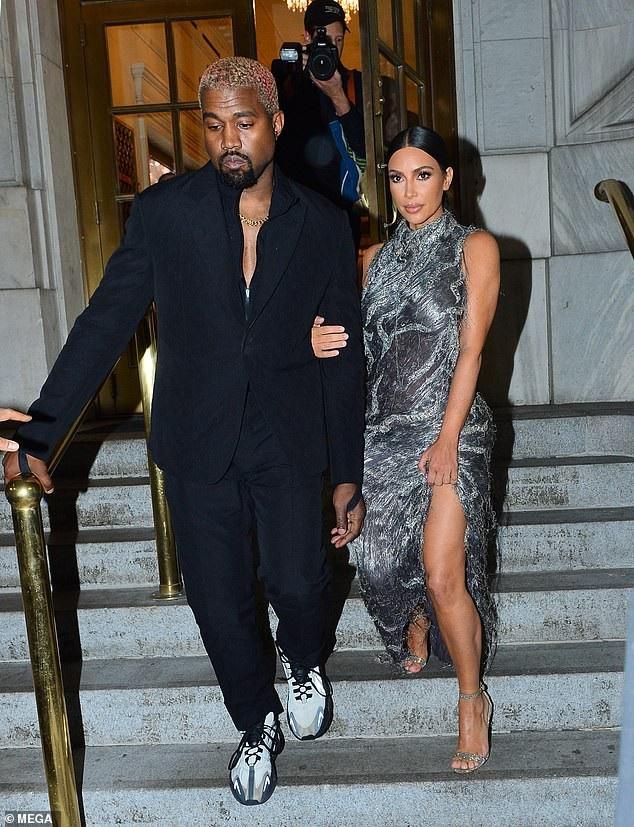 Kanye West là nhà thiết kế thời trang và Kim thường xuyên diện đồ chồng thiết kế