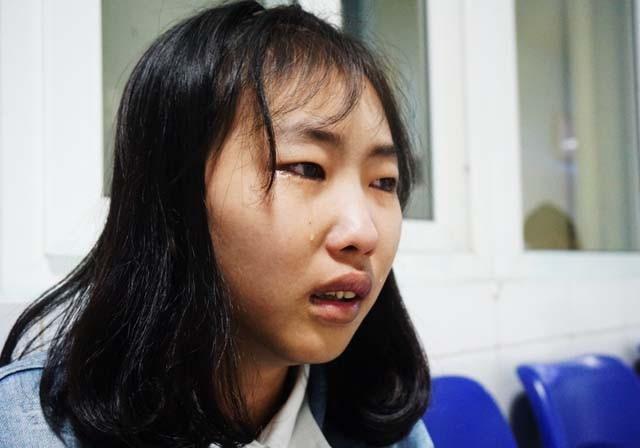 Mẹ đi viện, kinh tế gia đình kiệt quệ khiến cháu Nguyễn Thị Hà phải đứt gánh học hành khi đang học dở lớp 11.