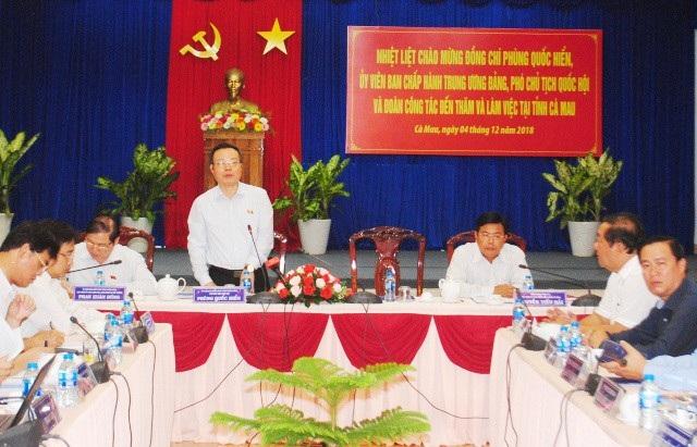 Phó Chủ tịch Quốc hội Phùng Quốc Hiển cùng đoàn công tác của Quốc hội làm việc với tỉnh Cà Mau vào ngày 4/12. (Ảnh: CTV)