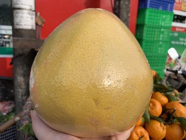 Bưởi Trung Quốc nặng trung bình trên dưới 2kg, có quả nặng tới 3kg
