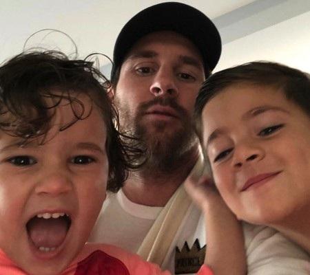 Messi tỏ ra cực kỳ vui vẻ khi ở bên các con trai